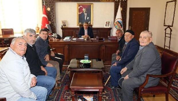 Köylüler Aksaray Valisi Aykut Pekmeze sorunlarını iletti