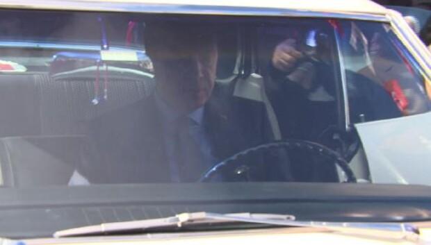 Cumhurbaşkanı Erdoğan, klasik otomobil kullandı