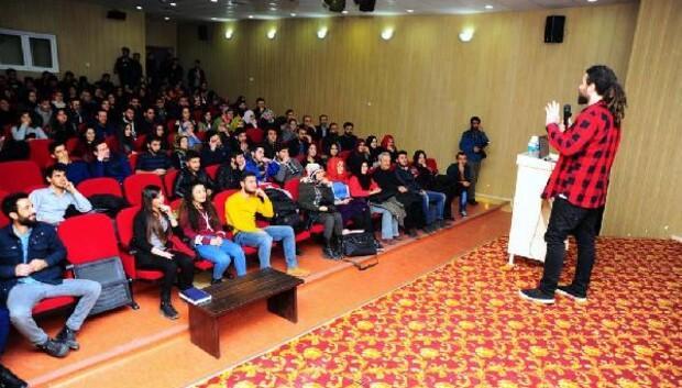 Sosyal Medya Uzmanı Saruhan YYÜde konferans verdi