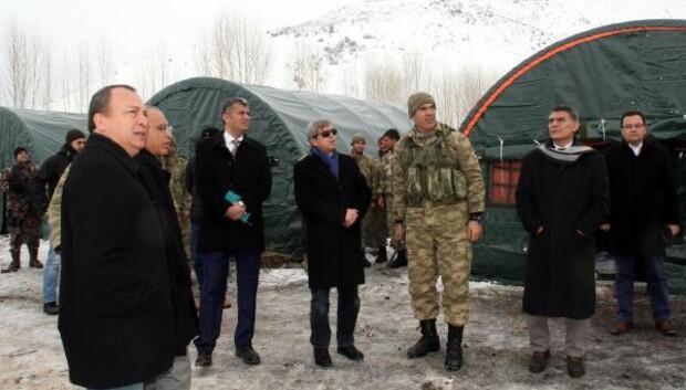 Bitlis Valisi Çınardan üs bölgesindeki askerlere ziyaret
