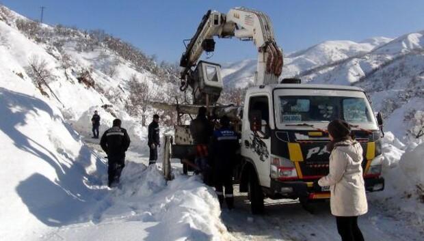 Bitliste karda köylüleri elektriksiz bırakmamak için seferberlik
