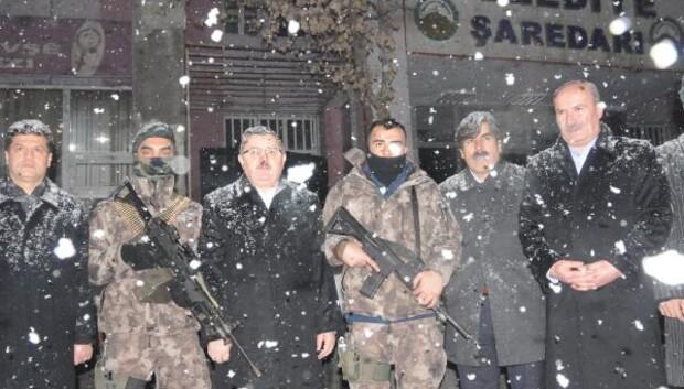 Ak Partili Gündoğdu, yeni yıla nöbet tutan polislerle girdi
