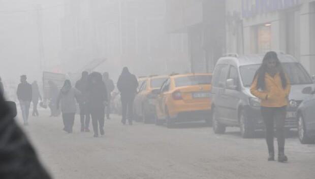 Yüksekovada sis etkili oldu