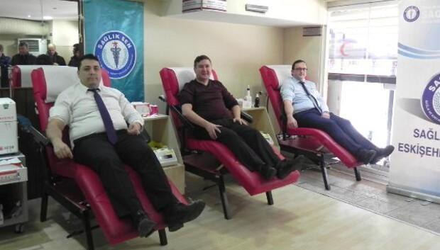 Kan bağışı çağrısına sağlıkçılardan büyük katılım