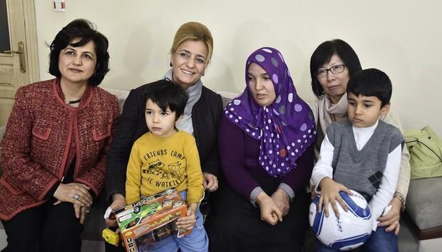 Gökçek ve Zhoo'dan ailelere yardım eli
