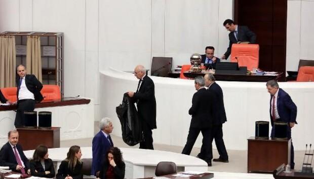 Kabin tartışması yaşanınca birleşime ara verildi, oylama işlemi yarıda kaldı