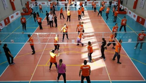 Eczacıbaşı Spor Kulübü, yıldız adaylarını Geleceğe Smaç projesinde buluşturuyor