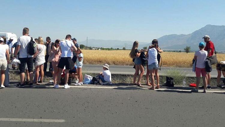 Denizli'de turistleri taşıyan tur otobüsü devrildi: 5 yaralı