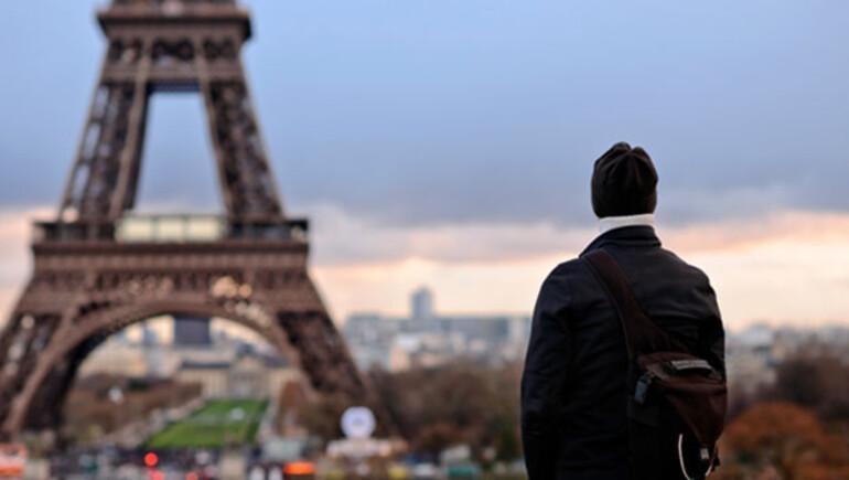Kafasını çarptı Fransız olarak uyandı