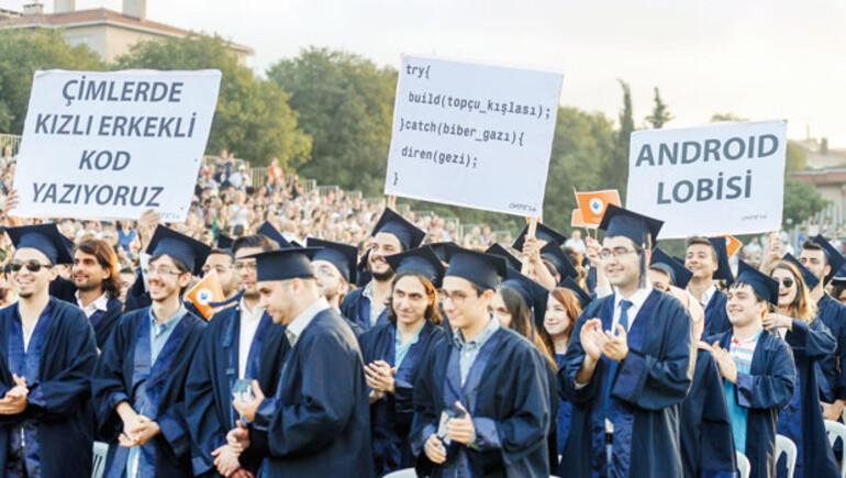 Boğaziçili mezuniyette pankartla mesaj verdi
