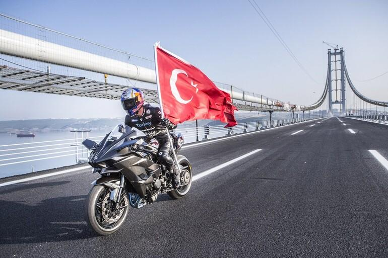 Kenan Sofuoğlu, Osmangazi Köprüsü'nde 400 kilometre hıza ulaştı!
