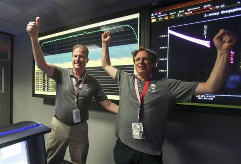 Juno uzay aracı yörüngesine girdi (Peki şimdi ne olacak?)