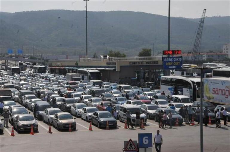 Tatilciler Osmangazi Köprüsü'nden dönüyor, vapurlar boş kaldı