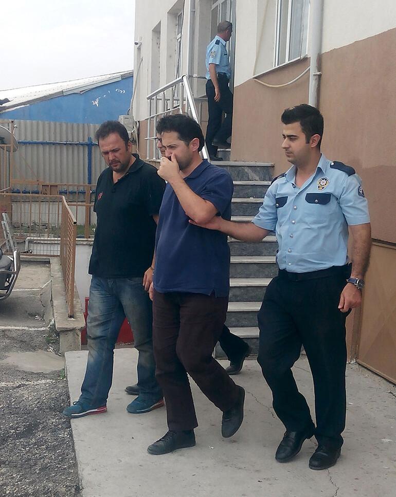 Doçent ve öğretmen şişme botla Yunanistan'a kaçarken yakalandı