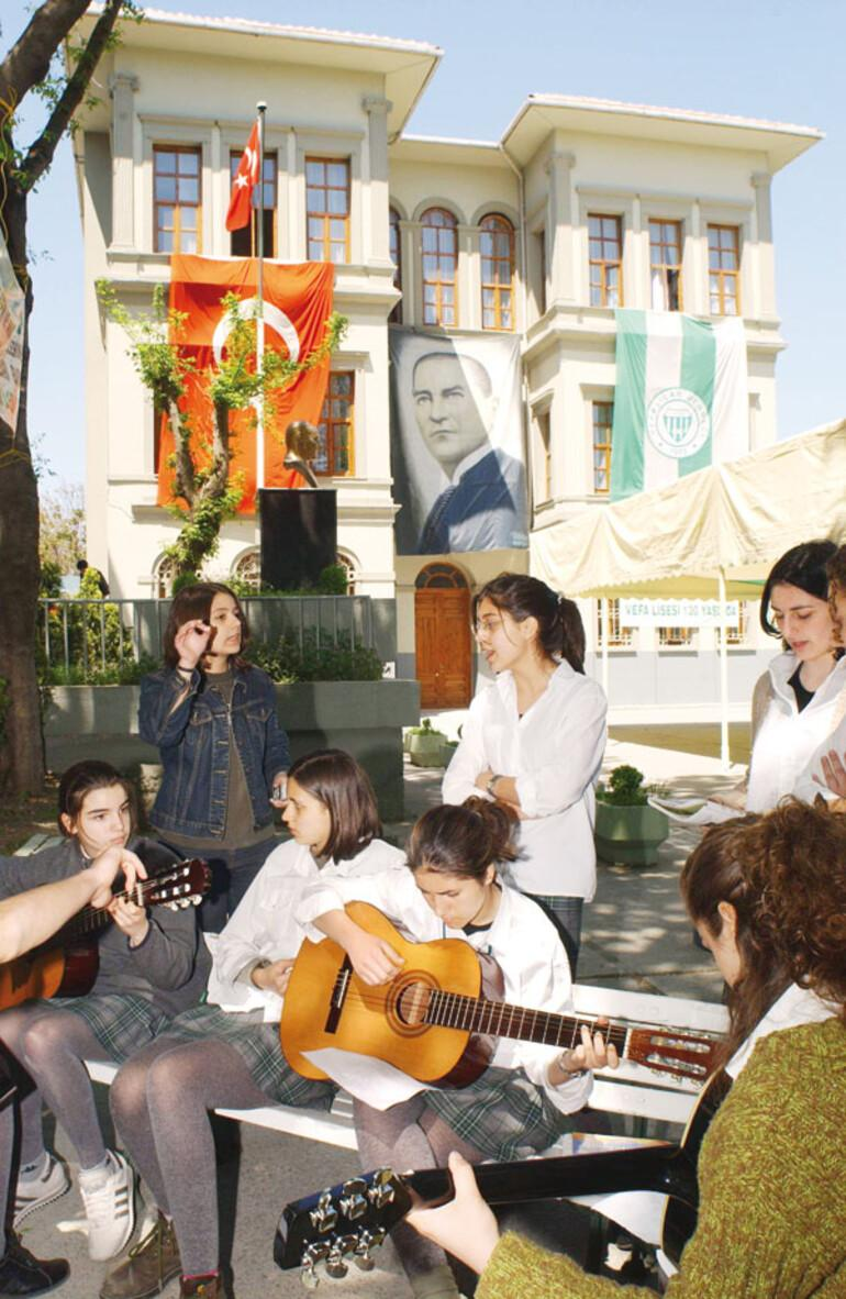 Tarihi 'proje okullar'ın eski yönetici ve öğretmenlerinden MEB'e çağrı: 'Yıldız'ları söndürmeyin