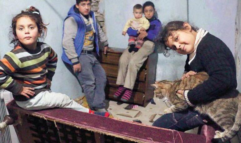 Kaldırımda uyuyan pembe montlu minik çocuk Suriyeli Suad çıktı