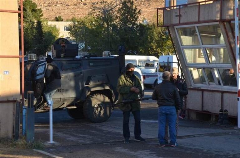 Son dakika... Van Büyükşehir Belediyesine operasyon yapıldı, Mardin ve Siirt belediyelerine kayyum atandı