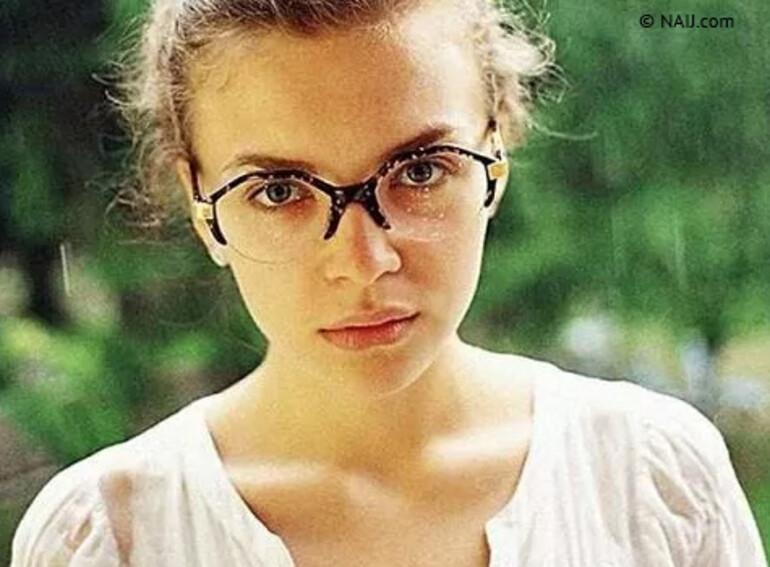Bu fotoğraf bakan yardımcısı Anastasije Deeve'i yaktı