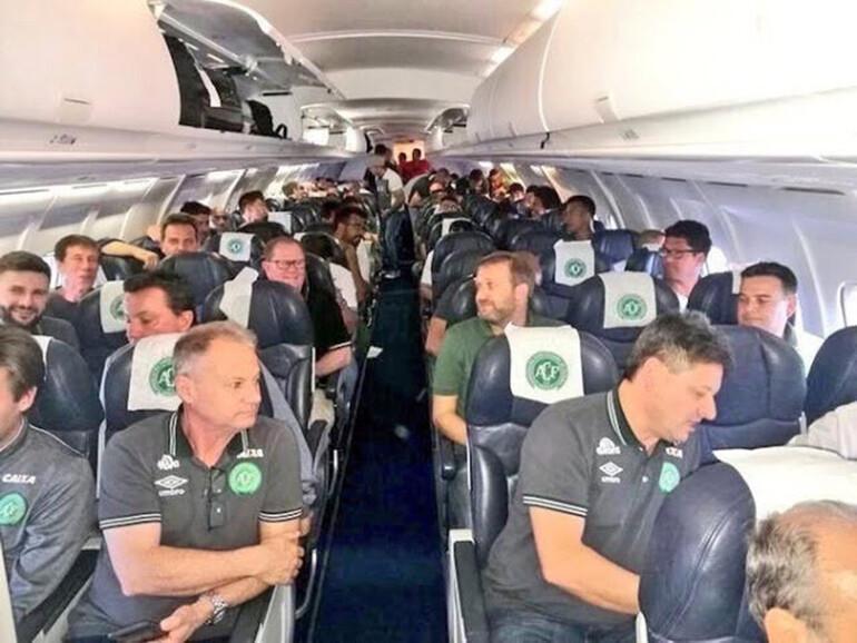 SON DAKİKA: Brezilya şokta Kolombiyada düşen uçaktaki 76 kişi hayatını kaybetti