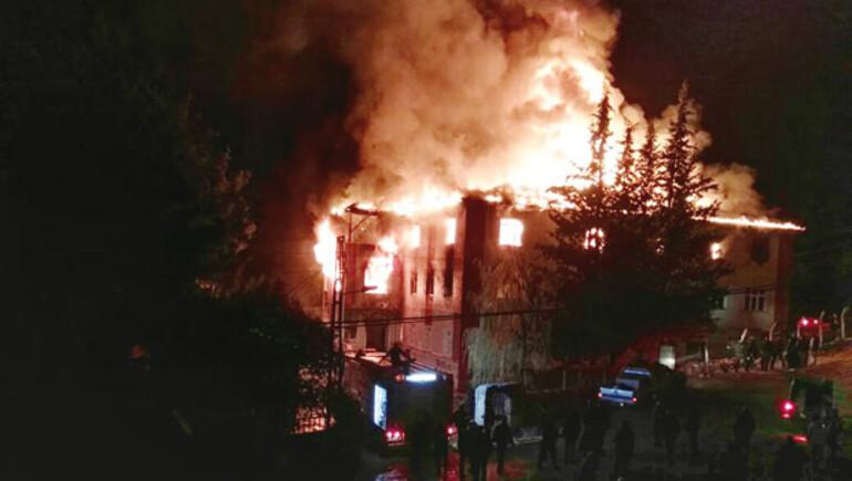 Son dakika haberi: Adanada kız öğrenci yurdunda yangın faciası 12 ölü, 22 yaralı