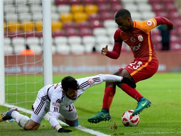 Galatasaraylı Caroleden tarihi gol