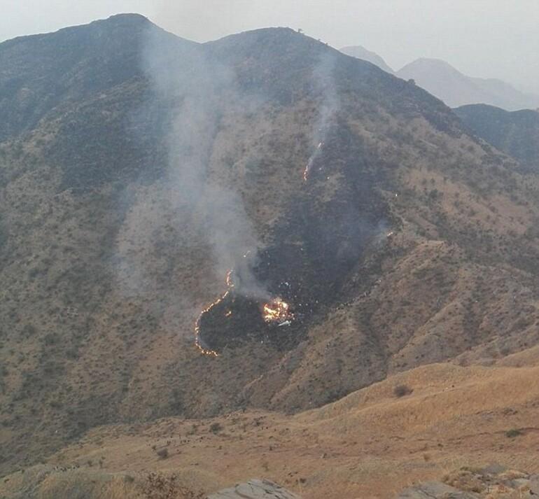 Pakistanda yolcu uçağı düştü