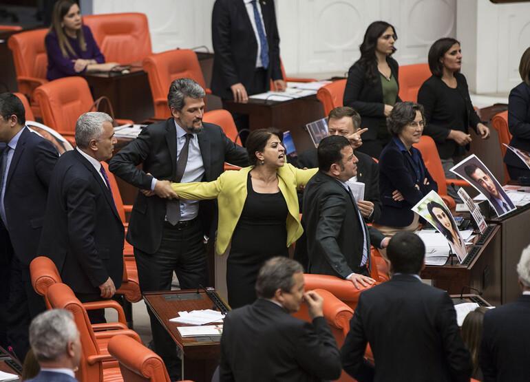 Meclis'te kavga: AK Partililer ile HDP'liler yumruklaştı