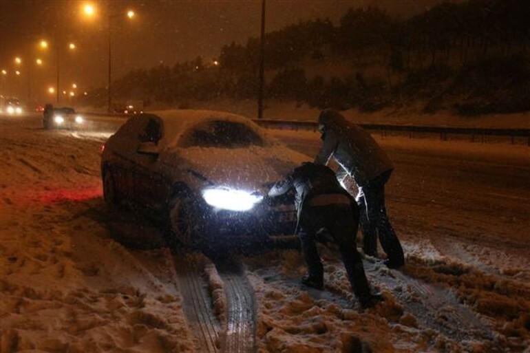 TEM Otoyolu'nda mahsur kalan sürücüler kurtarılmayı bekledi