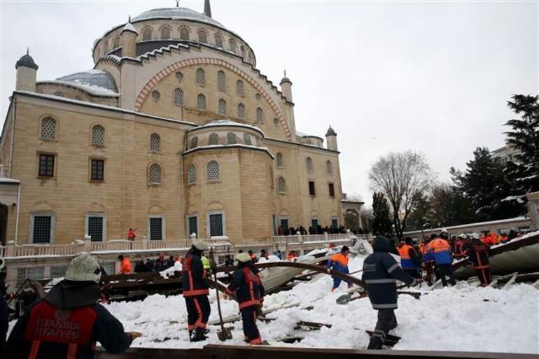 Son dakika: Ataköy Camiinde tente çöktü... Ölü ve yaralılar var