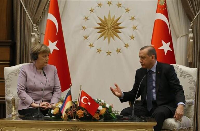 Erdoğandan Merkelin İslamist terör ifadesine tepki
