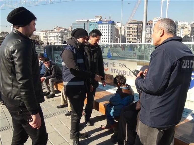 Taksim'de korkunç olay Oğlunu bayıltarak dilendirdi