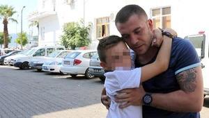 İskoç çocuk Türk üvey babasından ayrılmak istemedi