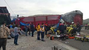 İzmir- Çanakkale yolunda zincirleme kaza
