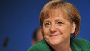 Üç Almandan biri Merkel'in istifasını istiyor