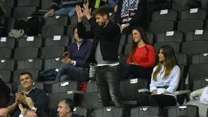 Beşiktaşlı Fabricio basketbol maçında üçlü çektirdi