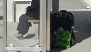 Tramvay durağında şüpheli paket paniği