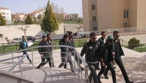 Uyuşturucu hapla yakalanan 3 üniversiteli tutuklandı