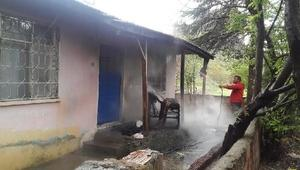 Soba kovasından çıkan yangın paniğe neden oldu