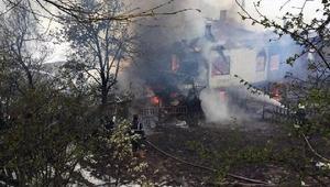 Karabükte ahşap ev yandı