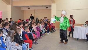 Karaöz-Hacivat ve Nasrettin Hoca gösterisi çocukları kahkahalara boğdu