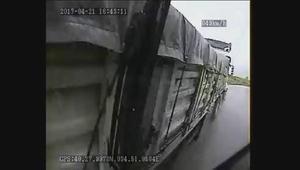 Halk otobüsü ile TIRın çarpıştığı kaza anı kamerada