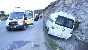 Zonguldakta işçi servisi kaza yaptı: 8 yaralı