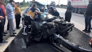 Otomobil, TIRa arkadan çarptı: 1i ağır, 2 yaralı