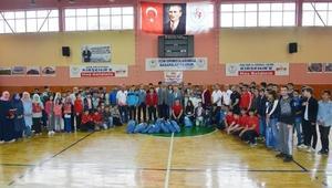 Kırşehir'de sporcular eşofmanla ödüllendirildi