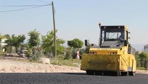 Yeni TOKİ bölgesinde sıcak asfaltlama çalışmaları sürüyor