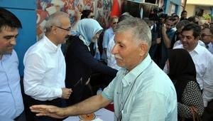 Bakan Elvan, Tarsusta bayramlaştı