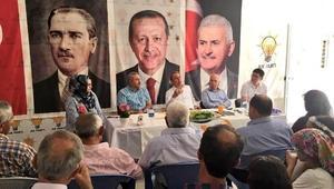 AK Partili Tin vatandaşlarla bayramlaştı