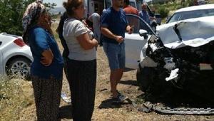 Gölbaşında iki otomobil çarpıştı: 8 yaralı