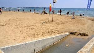 Side Plajında yayılan kötü koku rahatsız etti