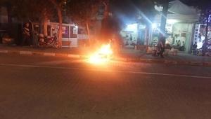 Trafik tartışmasında motosikletini yaktı
